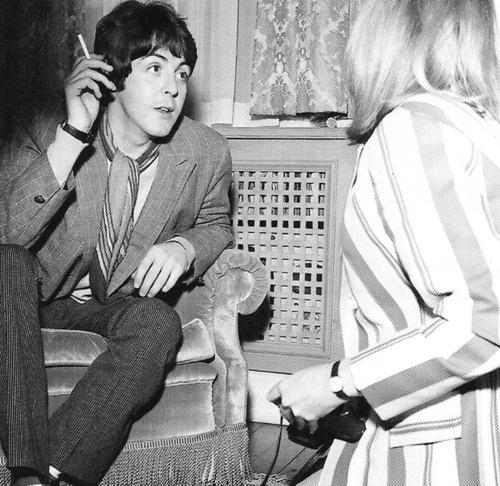 Paul McCartney meets Linda Eastman