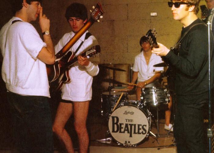 the-beatles-rehearsing-miami-hotel-1964-03